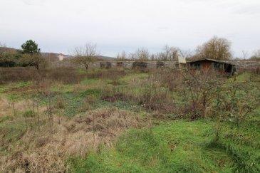 Terrain de 1762m2 à acheter 134900 EUR à Pont-À-Mousson.  À Pont-À-Mousson, belle opportunité immobilière avec un terrain. Vous bénéficierez d'une surface de 1762m2 pour concevoir une maison familiale ou deux pavillons , proche toutes commoditées, plat , belle façade
