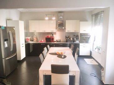 HOUSE FOR YOU vous propose un bel appartement rénové de +-91m2 dans un immeuble de 3 appartements avec terrasse, jardin et garage situé à Differdange.   Au 1er étage comprenant:  - Belle cuisine équipée avec frigo américain en surplus et ouverte sur le living (34m2) - 3 chambres (+-9,90m2, 11,83m2 et 12,61m2) - Salle de douche  Rez-de-chaussée comprenant:  - Grand hall d'entrée donnant accés au garage - Terrasse privé - jardin privé - Garage +-23m2  Sous-sol comprenant:  - Buanderie commune - Cave privative - Local technique avec Chaudière au gaz   Informations:  - Maison transformée en 3 appartements en 2006 (cadastre vertical)  - Passeport énergétique E/E - Charges +-150€ (eau, chauffage, commun) - Compteur électrique séparé  Pour informations et visites, nous resterons à votre disposition.