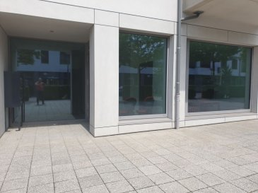 En plein centre-ville de Mondorf-les-Bains dans un immeuble NEUF, A LOUER un BUREAU MEUBLE n°3 de 12 m², au sein d\'un business center de taille humaine.  Chaque bureau meublé dispose de: - 1 grande cuisine équipée, - 1 WC H + 1 WC F.  Les locaux sont NEUF et  ce bureau peut accueillir confortablement entre 1 et 2 collaborateurs. Charges incluses (eau C+F, chauffage, électricité, INTERNET et ménage parties communes).  Accessible de plein pied.  Idéal pour toute activité tertiaire, profession libérale, commerciale ou administrative. Parking gratuit devant et à 100 m !  UNE VISITE S\'IMPOSE !  + LOYER : 700 EUR /mois  + CHARGES TOUT INCLUS FORFAITAIRE : 100 EUR/mois + CAUTION : 2 mois + DISPONIBILITE : immédiate + Frais d\'agence : 936 EUR TTC  Idéalement placé à deux pas de : - grands parkings gratuits - commerces (fleuriste, magasin de vêtement, boulangerie, boucherie, supermarché, salon de thé...), - restaurants et cafés, - banques, poste, - médecins, kinésithérapeutes, pharmacies..., - crèches, parcs et squares, écoles, lycée, - Les thermes (SPA et Fitness) et le Casino. Ref agence :L_bureauM_mondorf_3