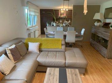 Cet Appartement se situe dans un endroit calme et au vert .Il est composé : Hall d'entrée , cuisine équipée , living , 1 chambre à coucher ;salle de bain ,un coin buanderie dans l'Appartement et un grenier