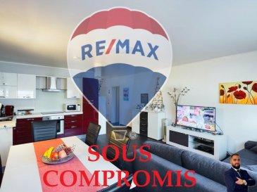 *** SOUS COMPROMIS *** Visite virtuelle sur ce link: https://premium.giraffe360.com/remax-partners-luxembourg/b6ef09e8ab2c47fa985fe941ca5b6e50/  RE/MAX, spécialiste de l\'immobilier au Luxembourg, vous propose à la vente à DUDELANGE un appartement de 1 chambre dans une résidence de 1991.  Très bien situé à Dudelange-Burange, facile accès à l\'autoroute, bus et train, d\'une superficie d\'environ 44 m² habitables dans un état magnifique, au 1er étage AVEC ASCENSEUR d\'une résidence en très bon état.  Elle se compose de la manière suivante : Une entrée faisant découvrir l\'espace buanderie et les caves avec un escalier et un ascenseur amenant au niveau de l\'appartement, un hall d\'entrée d\'env. 5 m², une pièce de vie séjour/salle à manger et cuisine équipée ouverte d\'env. 26 m², une chambre et une salle de douche.   Ce bel appartement est aussi complété par une cave privative et un emplacement intérieur privatif qui est situé dans le bâtiment à côté.  Caractéristiques supplémentaires :  -Surface totale de l\'appartement 59m2 -Fenêtres double vitrage -Cuisine équipée -Salle de douche -Chauffage à Gaz -Charges mensuelles : 150 €/mois (Gaz, électricité commune, eau) -Passeport énergétique : F/F  Disponibilité à convenir.  Avis au investisseurs avec possibilité de location avec les propriétaires actuels qui seraient ravis de pouvoir rester dans l\'appartement en tant que locataires.  La commission d\'agence est incluse dans le prix de vente et supportée par le vendeur.  SIMOES Michael +352 691 680 986 michael.simoes@remax.lu Ref agence : 5096391