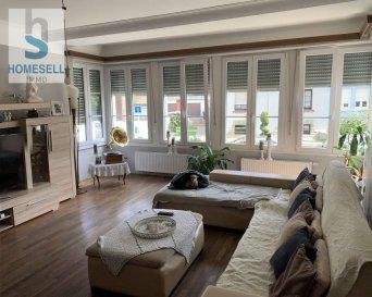 Maison de maître libre des 4 cotés qui comprend :  - Au rez-de-chaussée : un joli salon/séjour bien illuminé, une cuisine indépendante équipée, un WC séparé, un bureau de 14 m² avec entré séparée et donc propice pour profession libérale. (Hauteurs au plafond de 270 cm) - Au 1er étage : un Hall de (11 m².) qui dessert 4 chambres entre 13-16 m², une salle de douche (13,82 m².) et un WC indépendant de 5,06 m² pour un total de 247 m2 habitables hors sous-sol et combles.  -Au 2ème étage : Combles avec possibilités d'aménagement en Pièces à Vivre de 67 m².   Le tout est édifié sur un terrain de 5.32 ares avec potagers et des places pour stationnement (6-7 voitures)  Cette maison est classée par le Site et Monument ce qui signifie un Apport au Frais en cas de Rénovations pouvant aller jusqu'à 50%.  Pour plus de renseignements ou une visite contactez-nous au Tel: 28 11 22-1 ou sur info@homesell.lu