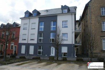 LOUE !!! IMMO EXCELLENCE vous propose ce joli appartement - duplex situé au 2ième et 3ième étage d'une petite Résidence à seulement 6 unités. Le duplex dispose d'une surface habitable d'environ 95 m2 et se compose comme suit : - Au deuxième étage vous trouvez :  Un hall d'entrée avec une petite niche ( 2.08 m2), une chambre-à-coucher ( 14.01 m2 ) avec accès sur un balcon, une cuisine ouverte ( 8.85 m2 ) donnant sur un double séjour ( 24.12 m2 ) avec accès direct sur un balcon. Le balcon a une superficie totale de 14.14 m2. Au troisième étage vous trouvez un hall ( 2.62 m2 ), une chambre-à-coucher ( 12.66 m2 ), une salle-de-douche ( 5.06 m2 ) ainsi qu'une chambre-à-coucher supplémentaire ( 13.56 m2 ).   L'appartement-duplex se trouve dans un endroit très calme et situé au centre ville d'Echternach et à proximité de toutes commodités.  Possibilité de louer un emplacement extérieur moyennant un loyer mensuel de 70.-Eur, situé à l'arrière du bâtiment.  Echternach (luxembourgeois : Iechternach) est une ville du Luxembourg d'environ 5 300 habitants et le chef-lieu de son canton, le long de la vallée de la Sûre marquant la frontière avec la Rhénanie-Palatinat allemande.  Elle est surtout connue pour son abbaye et sa procession dansante de Pentecôte.  Ref agence :3426707