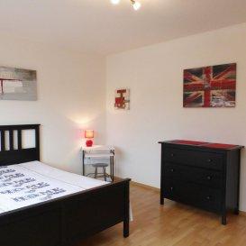 Description: -Grand studio lumineux -Meublé , Equipé