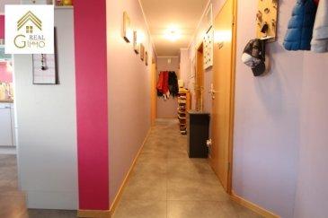 Très bel appartement de +/- 91 m² se trouvant dans une résidence en super état de 2008 (toujours sous garantie décennale).<br><br>Il se compose comme suit:<br><br>* Hall d\'entrée,<br>* Cuisine équipée avec îlot central ouverte sur le living/salle à manger,<br>* Un débarras/buanderie,<br>* wc séparé, <br>* Une salle de douche rénovée en mars 2017,<br>* 2 chambres à coucher avec sortie sur balcon,<br><br>Une cave et un emplacement intérieur s\'y ajoutent.<br><br>Pour plus de renseignements ou une visite (visites également possibles le samedi sur rdv), veuillez contacter le 28.66.39.1.<br />Ref agence :72299