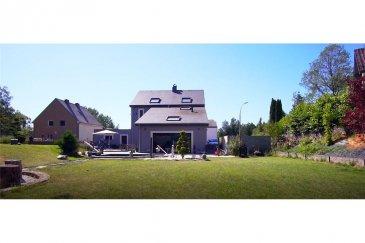 Maison a vendre à Steinfort<br>RE/MAX, spécialiste de l immobilier au Luxembourg vous propose à Steinfort cette maison exceptionnelle  sur un terrain de 14a80ca; rénovée en 2018 avec beaucoup de style et des matériaux de qualités comme la pierre bleue du Hainaut sur les 112 m² de Terrasse. Pouvant offrir plusieurs dispositions de grandes chambres possibles ; entre 2 à 5, elle offre également un style unique et sécurisant avec son triple F. vitrage, sa domotique complète (Son /video), son système de purificateur d\'air, ainsi que son système de surveillance caméra complet. Cette magnifique maison intelligente vous séduira par son cadre reposant, ses volumes impressionnants, et encore beaucoup d\'autres avantages. A visiter sans tarder ! <br>