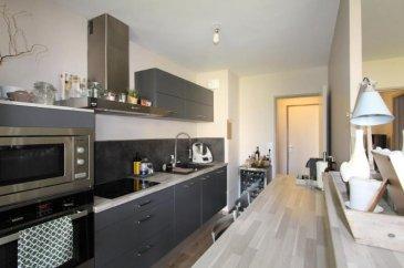 ANGERS SUD-PROCHE TRAMWAY-Appartement Type 4 de 77,42 m2 avec balcon comprenant une entrée, un séjour avec cuisine ouverte équipée, 3 chambres, salle de bains, cave, box , copropriété de 112 lots, charges prév.2500 e, honoraire à la charge acqu. 5.45 %, agent co