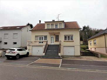 Maison Entrange 6 pièce(s) 126 m2. Maison individuelle située 5 rue de la Chapelle à ENTRANGE.<br/>RDC surélevé : une belle entrée, un salon séjour  de plus 28 m² avec cheminée et balcon , une cuisine de 7 m², une véranda avec cheminée de 12 m², une chambre de 14,7 m², un WC individuel et une salle de douche.<br/>1er étage: 3 chambres de 10,5 m², 15 m² et 13 m² (19 m² au sol) , un WC   et possibilité de salle de douche, un grenier de 6,76 m² .<br/>Le bien est bâti sur un terrain de 9 ares et complété par un sous-sol et 2 garages.<br/>Travaux à prévoir.<br/>IMMO DM: 03.82.57.31.87<br/>