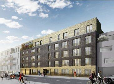 Les appartements de cette résidence sont des ventes en l'état futur d'achèvement (VEFA). Le projet est conçu pour correspondre aux critères énergétiques d'un immeuble à haute performance énergétique (A-A), avec une très faible consommation énergétique.  Situé à Eich, au premier étage d'un immeuble résidentiel, cet appartement (1.4) propose une surface habitable de ± 55 m², il se compose comme suit:  Un hall d'entrée ± 5 m² dessert une salle d'eau ± 8 m² (comprenant double vasque, douche et wc) et un débarras ± 4 m²; une porte vitrée donne accès à un bel espace ouvert séjour / cuisine ± 23 m² et à une chambre à coucher ± 12 m². Au même niveau (+1) de l'appartement, une cave ± 4 m² (n°111) et au sous-sol, un emplacement de parking (n°10) complètent l'offre.  À l'extérieur se trouve un jardin commun à la résidence.  SITUATION:  Proche des quartiers Kirchberg, Dommeldange et du centre-ville, la résidence Opéra se situe 49-55, rue d'Eich, quartier prisé au nord de la capitale, dans un environnement idéal alliant le charme de la vie urbaine et la sérénité.  CONSTRUCTION :  En façade principale (rue d'Eich) se trouve l'entrée principale pour piétons et l'accès au monte-voitures (car lift). La façade arrière (rue Valentin Simon) donne sur le jardin commun dont trois jardins communs à usage privatif. La résidence comporte deux sous-sols, un rez-de-chaussée et quatre étages. Au sous-sol, nous retrouvons les emplacements privatifs, les caves, les locaux communs et autres locaux techniques.  ENVIRONS :  Situé au nord de la capitale du Grand-Duché, Eich est l'un des quartiers prisés de la capitale et ne manque pas d'atouts pour séduire ses habitants. Il bénéficie dune localisation privilégiée très proche de tous les quartiers de Luxembourg-ville. On y trouve notamment plusieurs restaurants, quelques magasins, une station-service ainsi que le centre hospitalier d'Eich. Le centre commercial ' Espace shopping center ' se trouvent à 5 minutes (2 km) en voiture.  MOBILITE:  Cinq lign