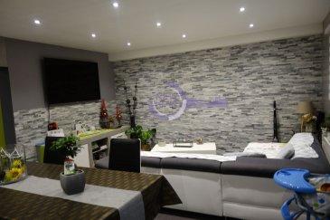 New Keys vous propose ce très bel appartement, entièrement rénové, situé à Oberkorn ,commune de Differdange    Cet charmant appartement de  /- 75m2 se composé de la manière suivante:    -Hall d'entrée  /-9; -Cuisine équipée ouverte sur Living  /-26m2; -2 Chambres  /- 20m2 , /-14m2;  -Salle de douche  -wc   Pour compléter le bien: -Balcon  /-5 m2 -1 emplacement intérieur -1 emplacement extérieur  -Cave/buanderie prive  -Grand jardin comun -Grenier comun    N'hésitez pas à nous contacter au 352 621 647 509 ou par email ahenriques@newkeys.lu pour des informations complémentaires ou pour visiter le bien. Les prix s'entendent frais d'agence de 3 %   TVA 17 % inclus dans le prix et payable par le vendeur.  Nous recherchons en permanence pour la vente et pour la location, des appartements, maisons, terrains à bâtir pour notre clientèle déjà existante. N'hésitez pas à nous contacter si vous avez un bien pour la vente ou la location. Estimation gratuites.  Ref agence :B5003381