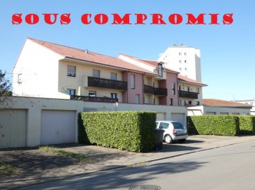 ** SOUS COMPROMIS **  NOUS VENDONS au 1er étage du 12 allée Marguerite à MONTIGNY LES METZ (Moselle),  Un appartement F3 et un garage extérieur séparé.  L\'appartement offre sur une surface habitable de 65,86 m2 : un salon et séjour de 28,50 m2 avec accès à un grand balcon orienté Sud. Une cuisine récemment aménagée et équipée à neuf, Une chambre de 12,22 m2 Une salle de bains de 4,47 m2 WC séparé.  Avec aussi un garage séparé de 17 m2 pour le stationnement d\'un véhicule.  *** Fenêtres double vitrage sur châssis bois *** Chauffage électrique *** Charges faibles à 59 €/mois. *** Pas de procédure en cours   NB : L\'appartement est immédiatement disponible.  CONTACT :  Gérard STOULIG – Agent commercial au : 06 03 40 33 55 ou l\'agence au : 03 87 36 12 24.  NB : Les frais d\'agence sont inclus dans le prix annoncé.