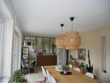 M572877 A VENDRE MAISON avec parc , à  proximité de BOULAY , 20 minutes de Metz superbe propriété sur 4600m² de terrain dans un envirronement privilégié  calme et verdoyant .<br> Maison  de 1965,  offrant 176m² réparties  sur 2 niveaux au rdc une vaste entrée sur dégagement  ,2 chambres dont une de 25m² avec entrée indépendante et un garage, cellier ,chaufferie buanderie , salle de douche ET UN WC  et au premier  un séjour triple de plus de 49m² et une cuisine de 20m² avec accès à la terrasse aérienne qui offre un panorama sur site naturel et aucun vis à vis , salle de bains , 1 WC , 2 chambres  .<br>Aucun travaux à prévoir , maison rénovée récemment  .<br>Le parc est agrémenté d\'un petit étang et d\'un KOTA Finlandais équipé barbecue  et une dépendance ancienne écuries dans le jardin .<br>A SAISIR CETTE OFFRE D\' ACHAT sur METZ EST,  a 4 km de BOULAY ET 20 MINUTES DE METZ , voisin de HELSTROFF ROUPELDANGE CHARLE VILLE SOUS BOIS LES ETANGS  Pour plus d\'informations Philippe DELAPORTE, Conseiller spécialiste du secteur, est à votre entière disposition au 06 86 27 69 62 .<br>Honoraires à la charge du vendeur.