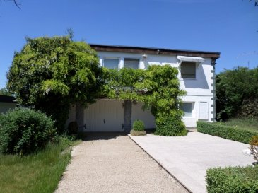 Maison individuelle à rénover ou à démolir, érigée sur un magnifique terrain de 6ares30ca.