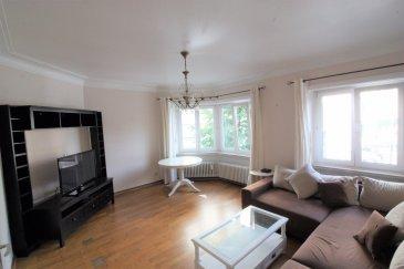RE/MAX Luxembourg, spécialiste de l'immobilier à Luxembourg, vous propose à la location un superbe appartement meublé avec une chambre.  Situé en pleine Place de Paris à Luxembourg-Ville, entre le quartier de la gare et le centre-ville, cet appartement d'une surface habitable de 64m² dispose d'un living, une cuisine équipée, une salle de bain, une chambre à coucher et une cave d'environ 5m².  Cet appartement est idéal pour une personne seule ou pour un couple travaillant en ville de Luxembourg.  Contrat de bail minimum de 12 mois. Pas d'animaux acceptés.