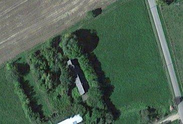 MAISON A RESTAURER. A 15 min de LA CHARTRE et LE GRAND LUCE, dans un écrin de verdure, une maison en partie à restaurer.  , ,Elle se compose de 4 pièces dont une avec cheminée ouverte, une cave avec four à pain. 2 préaux. Grenier aménageable.  , ,Le tout sur un terrain de 5550 m2.