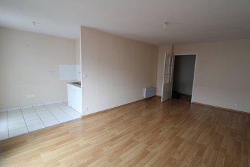 Dans la résidence : Les Charmes.  Bel appartement T3 avec terrasse et parking couvert  offrant entrée, cusine ouverte sur séjour, 2 chambres, salle de bains et wc.