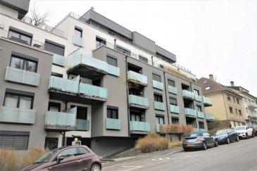 !!!!!!!!!!!!!!!! ABSOLUMENT A DECOUVRIR !!!!!!!!!!!!!!!!!!!!!!<br>                COUP DE COUER GARANTIE<br><br>Chaleureux et cosy appartement, sans travaux, de /- 60m² au 2ème étage avec ascenseur, dans un immeuble construit en 2011,à proximité du centre ville à pied à Luxembourg-Rollingergrund.  <br><br>Ce bien se compose comme suit : <br><br>- Hall d\'entrée avec dressing sur mesure.<br>- Cuisine équipée ( Kichechef) ouverte sur le living de /- 25m² donnant accès à un balcon de /-5m².<br>- Une chambre avec dressing intégré.<br>- Un salle de bain équipée d\'une baignoire, d\'un WC suspendu et d\'une douche à l\'italienne (carrelage italiens)<br>-Cave privative */- 8m².<br>-Une buanderie commune.<br>-Place parking intérieur.<br><br>Cet appartement entouré de toutes commodités; commerce ,crèches ,gare ,bus, vous facilitera la vie.<br><br>Pour plus de renseignements ou une visite (visites également possibles le samedi sur rdv), veuillez contacter le 691 850 805.<br>