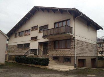NOUS VENDONS  au 98 de la rue Joffre à CLOUANGE (Moselle),  Une grande villa établie au coeur de la localité sur un terrain de 7 ares environ.  Sur de très beaux et grands espaces lumineux d'un agencement fonctionnel, elle offre sur 275 m2 de surface habitable en deux niveaux :    En rez-de-chaussée surélevé :  Un bureau de 15.77 m2 Un salon et séjour de 46.77 m2, avec cheminée à foyer ouvert. Un espace cuisine de 5.96 m2 Une chambre avec salle d'eau privative attenante, l'ensemble sur 20.57 m2 Une pièce à vivre, de 23.56 m2 ouverte sur un jardin d'hiver de 9.25 m2  À l'étage :  Une chambre avec accès au balcon arrière, de 15.99 m2 Une chambre avec accès au balcon avant, de 23.75 m2 Un séjour de 18.62 m2 Un espace bureau de 7.40 m2 Une cuisine de 5.96 m2 Une quatrième chambre, de 20.11 m2 Deux pièces de rangement, de 14.90 et 14.50 m2 Une salle de bains de 5.30 m2 Un WC à chaque niveau  L'ensemble sur un sous-sol complet avec deux garages en accès latéral pour une voiture chacun, une chaufferie, des pièces techniques et de stockage.   *** Chauffage au gaz de ville, chaudière Viessmann *** Volets électriques pour les fenêtres du premier niveau.  Diagnostic de performance énergétique, consommation énergétique = « E », gaz à effet de serre = « F » ».  LIBRE DE SUITE  CONTACT :  ABEL IMMOBILIER 03.87.36.12.24 ou directement le commercial Mlle ZWICK au : 06.19.15.12.00