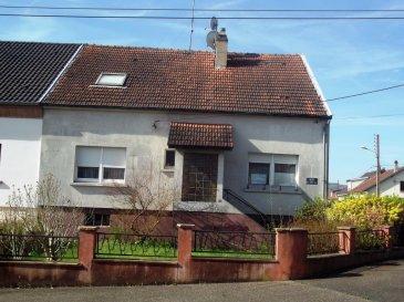 REF 458 ,FALCK prox centre, grande maison de ville type F6,en bon état,160m², 4 chambres sur sous sol complet, dv 2 sdb, salon séjour, cuisine équipée, toit en bon état, véranda de 20m², chauffage central, beau jardin plat ,terrain de 4.6 ares,2 garages, DPE-E,GES-D, prix 159000 euro, contact benoit.kiffer@ hotmail.fr ou 07-81-55-86-33