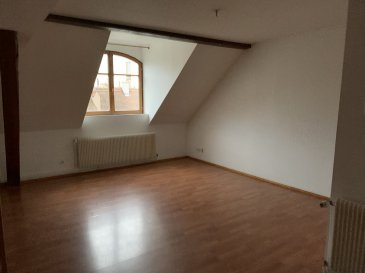 3 pièces - Duplex - 58m2 - Schiltigheim.  Nous proposons à la location cet appartement de 3 pièces en duplex, de 58.66m2, au 4ème étage sans ascenseur. Le logement se situe au calme et à proximité des transports en communs et de toutes commodités. Il comprend : une entrée, une cuisine nue, un salon, une chambre, une salle d\'eau avec WC, une grande mezzaine de 25m2 au sol. Libre de suite. Chauffage et eau chaude individuels par chaudière à gaz. Loyer : 640EUR (dont 50EUR de provisions sur charges avec régularisation annuelle). Dépôt de garantie : 590EUR. Honoraires à la charge du locataire : 615.93EUR (dont 175.98EUR pour l\'état des lieux d\'entrée). Hebding Immobilier 03.88.23.80.80