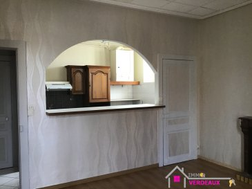 A LOUER Sympathique F3 très lumineux situé à l'entrée de Lunéville avec portion de jardin privatif sur l'arrière du bâtiment  Ce logement est composée d'une chambre, d'une pièce avec un salon et une salle à manger ouverts sur une cuisine équipée, une salle d'eau avec douche, un toilette, un grand placard, une portion de jardin.  La composition de l'appartement est modulable. Il est possible de faire deux chambres, et un salon. L'appartement est situé au premier Etage de l'immeuble.
