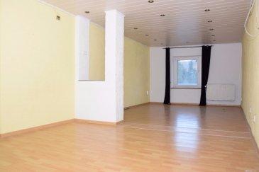 TEMPOCASA vous propose en exclusivité une belle maison mitoyenne à Kayl de +/- 300M2 à rafraîchir.    POINTS FORTS: A 10 minutes de Esch-sur-Alzette. A  5 minutes de Dudelange. Proche de toutes commodités. Emplacement pour 3 voitures. Possibilité d'agrandir la maison ou de construire 3 appartements. Terrain de 6,25 ares.  LA MAISON SE COMPOSE COMME SUIT: AU RDC  1 hall d'entrée  1 salon et salle à manger  1 chambre 1 cuisine avec accès à la terrasse et au jardin 1 chaufferie et cave avec accès à la terrasse et au jardin 1 WC séparé 1 sale de bain + douche (baignoire pour personne à mobilité réduite. 1 débarras  AU 1er ÉTAGE 1 cuisine avec accès à la terrasse et au jardin 1 sale de douche 4 grandes chambres   AU 2ème ÉTAGE  2 chambres  1 séjour  La maison est habitable. Les dalles sont en béton. (Sauf pour 2 pièces) La chaudière à 5 ans (Viesman) Des travaux peuvent être envisagé pour agrandir la maison.   Pour plus de renseignements ou pour fixer un RDV je vous prie d'envoyer un sms avec votre nom, prénom avec vos jours de semaine et vos horaires de disponibilités pour les visites au 661 268 372. Vous pouvez aussi nous contacter à l'agence au 26 54 31 48.