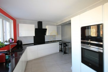 Nous vous proposons en Exclusivité cette belle maison située à Differdange, d\'une surface habitable de +/- 185m². <br><br>Celle-ci se compose comme suit: <br><br>AU RDCH : Hall d\'entrée, cuisine équipée donnant accès à une terrasse/ jardin et ouverte sur le living/salle à manger, wc séparé, garage.<br><br>1er Étage : 4 chambres à coucher <br><br>2ième Étage : Une grande chambre à coucher avec dressing et une salle de douche.<br><br>Sous-Sol : Accès jardin, cave, buanderie, débarras et une salle de bain avec une douche à l\'italienne.<br><br>Informations complémentaires: <br><br>A proximité des écoles, maisons relais, crèches, commerces, transports publics... <br><br>Pour plus de renseignements ou une visite des lieux (également possibles le samedi sur rdv), veuillez nous contacter au 28.66.39.1.<br><br>Les prix s\'entendent frais d\'agence de 3 % TVA 17 % inclus.