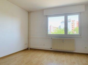 F2 - 40.02 m2 - Strasbourg Meinau/Neudorf.  Nous proposons à la location, un beau deux pièces de 40.02m2 situé Avenue de Colmar 67100 Strasbourg, idealement situé à proximité immédiate des transports et commerces<br> Situé au 2ème étage de l\'immeuble avec ascenseur, il se compose d\'une entrée avec placard, d\'un séjour, d\'une cuisine nue, d\'une salle de bain avec Wc, et d\'une chambre. <br> Disponible immédiatement. <br> Chauffage et eau chaude: collectif <br> Surface habitable : 40.02m2<br> Loyer: 575EUR par mois charges comprises dont 90EUR de provisions sur charges ave régularisation annuelle. <br> Dépot de garantie: 485EUR <br> Honoraires à la charge du locataire: 480.24EUR TTC dont  120.06e TTC inclus pour l\'état des lieux