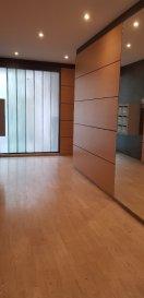 Appartement F5. Thionville rue de la Paix. Cet appartement F5 de 120 m² situé au 5ème étage avec ascenseur se compose d\'une entrée avec dégagement et de nombreux placards, d\'une cuisine équipée indépendante, d\'un salon séjour de 40 m², d\'une salle de bains, d\'une salle de douche, d\'un wc indépendant et de trois chambres  (13.06 m²,15.05 m² et 10.57 m²)<br/>Une cave et un grenier complètent  ce bien.<br/>Possibilité de louer un garage en sous sol 80.00 € / mois<br/><br/>IMMO DM 06-11-98-36-91<br/><br/><br/><br/><br/><br/> dont 4.00 % honoraires TTC à la charge de l\'acquéreur.<br/>Copropriété de 27 lots (Pas de procédure en cours).<br/>Charges annuelles : 3960.00 euros.