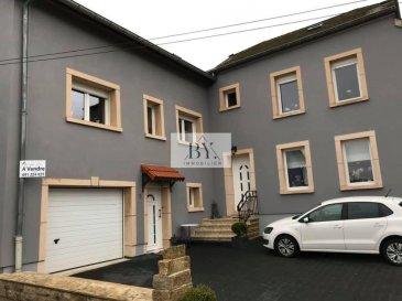 Immeuble de rapport comprenant 2 maison jumelées de 300 mq ( 160 plus 140 ) sur un terrain de 7.35 ares, agencé comme suit :<br>8 chambres à coucher <br>2 cuisines équipes<br>3 salles à mangers<br>3 salles de douches<br>1 salle de bain dans la suite parentale <br>1 wc séparée<br>Terrasse de 40 mq<br>Garage avec porte électrique<br>Parking extérieur pour 5 voitures <br>Jardin de 3.85 ares <br>Maison construit sur 3.50 ares <br>22 panneaux solaires sur le toit<br>Chauffage mazout<br><br>Les 2 maisons on été rénovée entre le 2005 et le 2015<br>Dalles en béton<br>Fenêtre en double vitrage <br>Isolation<br>2 portes d\'entrées <br><br>L\'immeuble est situé dans la comune de Consdorf, à 5 min de Echternach, à 10 min de Larochette et à 25 min de Kirchberg.<br><br>Visites possible toutes les jours<br>00352 691224021
