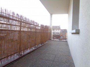 Dans copropriété des années 2000 avec ascenseur, au 1er étage, appartement de type F3 de 79.25m² habitables composé d'une entrée, cellier attenant, desservant un vaste séjour avec cuisine ouverte équipée et accès sur une terrasse couverte, 2 chambres, une salle d'eau, un toillettes sépares. Le bien est vendu avec un garage fermé en sous-sol. Double vitrage PVC, chauffage individuel GAZ (chaudière de 2017).