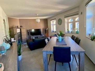 SOUS COMPROMIS.<br><br>Charmant duplex offrant beaucoup de luminosité situé  à Wormeldange, canton de Grevenmacher.<br><br>Ville situé à 15 minutes de Remich et 20 minutes du Kirchberg.<br><br>D\'une surface habitable de +/- 95m2, partiellement rénové en 2015 et en très bon état, il vous offrira:<br><br>au 1er niveau : <br>hall d\'entrée, <br>Belle cuisine équipée avec débarras et fenêtre <br>Salon/salle à manger très lumineux <br>1 grande chambre à coucher<br>WC séparé <br><br>au 2eme niveau : <br>2 spacieuses chambres à coucher dont une avec dressing<br>et 1 Salle de bain avec fenêtre <br><br>Ce bien dispose également d\'un emplacement intérieur et d\'une cave de +/-5m2.<br><br>Aucun travaux à prévoir dans la copropriété.<br><br>Disponibilité à convenir <br><br>Pour toutes informations, contacter Anastasia au 621.75.86.43 ou sur info@immocontact.lu.
