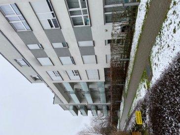 Joli appartement dans une résidence à 10 unités,hall, grand living/cuisne avec accès balcon de 6,44m2, salle de bains avec baignoire et 2 lavabos et 1 W.C., 1 W.C séparé, carrelages au sol dans toutes les pièces ,chauffage au sol, double vitrage, cuisine équipée Siemens haut de gamme, cave,buanderie commun, emplacement au sous-sol pour 1 voiture  etc. L'appartement se trouve dans un  état impeccables.A découvrir absolument. Site très tranquil .