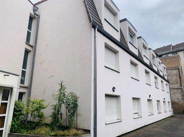 STUDIO - 24 m2 - STRASBOURG KRUTENAU.  Idéalement situé dans le quartier Krutenau à Strasbourg, dans une copropriété recente et sécurisée, à proximité des commerces et transports, nous proposons à la location un studio d'une surface 24m2 au 2eme étage de l'immeuble. Il comprend: une entrée avec placard, une pièce principale avec kitchenette équipée (plaques et réfrigérateur)et bureau, une salle de douche avec WC. Chauffage et eau chaude individuels électriques. Disponible fin juin. Loyer: 482EUR par mois charges comprises (dont 35EUR de provisions pour charges avec régularisation annuelle). Dépot de garantie: 447EUR. Honoraires à la charge du locataire: 288EUR TTC (dont 72EUR TTC pour l'état des lieux). Hebding Immobilier 03.88.23.80.80
