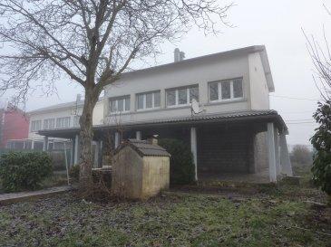 PAVILLON individuel (1974) de 110 m² comprenant - RDC / GARAGE 2 voitures, bueau, 1 CHAMBRE + SALLE de DOUCHE + w-c  RDC surélevé : CUISINE accès à l'étage, SALON-SEJOUR cheminée, SALLE de BAINS, w-c indépendnat, 2 CHAMBRES  de 11,12 mé + BUREAU de 8 m - dans les combles : 5ème CHAMBRE + espace bureau.  Chauffage individuel au gaz (4ans) toiture refaite il y a 7 ans, tout à l'égout, toutes les fenêtres PVC .. L'ensemble sur une parcelle de 7 ares