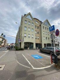 LUXPROIMMO vous propose en plein centre de Bettembourg, ce studio entièrement meublé de 51 m² avec balcon, situé au 2e étage avec ascenseur dans une résidence bien entretenue. Au sous-sol: Cave privée et buanderie commune Pas d'emplacement de parking