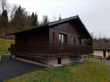 AXE VAGNEY/GERARDMER AU CALME : Petit chalet F3, 40m², cuisine équipée, séjour accès balcon,  salle de bain , 2 chambres. Bel environnement et terrain attenant. CC élec