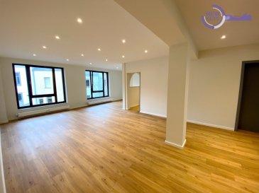 New Keys vous propose ce bel appartement 2 chambres situé à Luxembourg-Hollerich d'environ 85m2.  Situé au 1er étage avec ascenseur dans une résidence des années 1990, l'appartement a été entièrement rénové en 2021.   Il se présente de la manière suivante:  - Un hall d'entrée. - Un grand et lumineux séjour d'environ 46m2. - Une cuisine toute équipée semi ouverte. - 2 chambres à coucher avec placard encastré neuf. - Une salle de bain avec baignoire et douche et emplacement lave-linge. - Un WC Séparé.  Pour compléter ce bien:  - Grande cave privative d'environ 23,5m2. - Place de parking extérieure dans une cour fermée à l'arrière du bâtiment.  Divers: - Triple vitrage. - VMC neuve. - Porte de parking à télécommande. - Sol vinyle homogène neuf. - Portes d'entrée 5 points neuve. - Portes intérieures neuves. - Placards encastrés neufs. - Fibre optique. -  Antenne TV collective. - Antenne satellite privée. - Adoucisseur d'eau Grünbeck de 2013. - Chaudière à condensation 2014.  L'appartement est à proximité de toutes commodités: (Nombreux commerces, supermarché Delhaize au bout de la rue, boulangerie, boucherie, poissonnerie, pharmacie, écoles).  Transports: Bus dans la rue, Tram, Gare de Luxembourg (5 minutes à pied).  Disponibilité immédiate !  N'hésitez pas à nous contacter au 661 434 100 ou par mail kdif@newkeys.lu pour plus d'informations ou une éventuelle visite.  COVID: Pour votre sécurité, nos visites sont effectuées avec des masques, des gants et limitées à 3 personnes par visite.  Les prix s'entendent frais d'agence de 3 % TVA 17 % inclus dans le prix est payable par le vendeur.  Nous recherchons en permanence pour la vente et pour la location, des appartements, maisons, terrains à bâtir pour notre clientèle déjà existante. N'hésitez pas à nous contacter si vous avez un bien pour la vente ou la location. Estimation gratuite.    Ref agence : 5003520