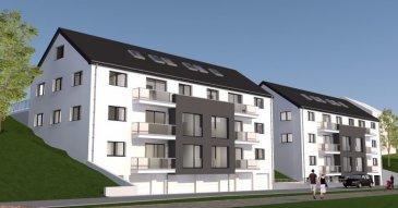 """-------------------------------- RÉSERVÉ ---------------------------------   Appartement situé au 1er étage de la résidence SAPHIR, composé par un hall d'entrée, un débarras, un WC séparé, un séjour avec une cuisine (non équipée), un balcon, 1 chambre à coucher et une salle de bain.  Le bien compte également un emplacement/parking extérieur et un emplacement/parking intérieur, ainsi une cave au rez-de-chaussée.  Le projet sera construit sur un terrain d'environ 14 ares situé dans la rue Bettlange du village de Harlange.  Sa situation géographique apporte de nombreux avantages, aussi bien au niveau des déplacements professionnels que des déplacements de loisirs, à deux pas du lac de la Haute Sure et du centre commercial """"KNAUF Center"""" à Pommerloch.  L'accès à l'entrée principale de la résidence et du parking se trouve sur la façade principale.   La résidence abrite 8 appartements, dont 2 au 1er étage, 2 au 2ème étage et 4 appartements repartis au 3ème étage avec combles. Vous aurez le choix entre 4 appartements à 1 chambre à coucher et 4 appartements à 2 chambres à coucher.  La maçonnerie sera réalisée avec du bloc bisomark isolant. Les menuiseries extérieures seront équipées de fenêtres triple vitrage et de volets électriques. La toiture sera isolée et recouverte d'ardoises. Tous les aménagements et matériaux employés seront de grande qualité et toutes les finitions seront très soignées; seules des entreprises qualifiées et expérimentées seront retenues pour atteindre nos objectifs de qualité.   La résidence est réalisée dans un esprit écologique pour le respect des générations futures. Elle atteint un niveau de performance énergétique de classe A grâce à une pompe à chaleur, une ventilation mécanique contrôlée et des panneaux solaires qui garantissent le chauffage et l'eau chaude. En ce qui concerne l'isolation thermique du bâtiment, on atteint un niveau de classe A.  Afin de rester fidèle à cet esprit écologique nous vous conseillons d'opter pour un fournisseur d'"""