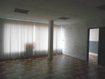 Réf: 5796  ensemble de plusieurs bureaux  plein centre ville BERCK de 240 m2  Au rez-de-chaussée: Entrée,salle réception,  salle de formation, bureau,  sanitaires, deuxième grande salle, bureau+Logement en duplex de 79 m2  Réf: 5796