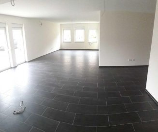ECHTERNACHERBRÜCK (D), bel et spacieux appartement neuf de 119 m2, à 500m de l\'ancien pont frontalier.<br><br>Vous profiterez d\'un énorme Open Space Cuisine-salle à manger-living de +- 65m2, d\'une chambre de +- 17m2 avec son dressing de +- 5m2 et accès sur une terrasse, d\'une 2. chambre de +- 13,50m2.<br>Une bande de gazon (1,50mx10m) longe ce côté de l\'appartement. <br>Une spacieuse salle de bain et un WC invités complètent l\'aménagement de cet appartement.<br>Côté rue, vous disposerez de 2 emplaçements voitures et d\'une grande terrasse.<br>Une cave privative et 1 parking intérieur complètent ce bien.<br><br><br><br>-<br />Ref agence :2234338