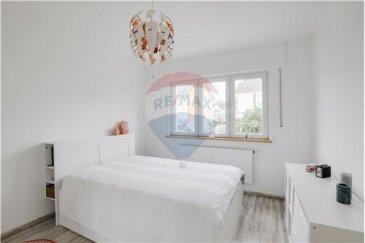 RE/MAX Luxembourg vous propose cette belle maison entièrement rénovée en 2014. Elle se compose d'un sous sol complet avec une cuisine d'été équipée donnant sur la terrasse de 60 m² . A l'étage vous disposez d'une cuisine ouverte sur le salon salle à manger, une salle de bain et une chambre. Au premier  une salle de bain et 2 grandes chambres de 13,50 m² et dressing. Au deuxième la chambre parental avec salle de bain. Vous disposez également d'un grenier, un grand garage et une buanderie. La maison se situe dans une zone 30 proche du cente hippique.