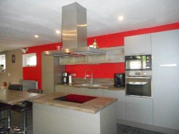 AXE CAUDRY CAMBRAI Longère rénovée bâtie sur environ 1000 m² avec 2 garages - jardin clos  Comprenant : entrée - vaste salon salle à manger ouvert sur cuisine équipée - dressing - salle de bains - w.c - chaufferie  etage : palier - 3 chambres - bureau - salle de bains  chauffage central (chaudière pelées) -   cave - terrasse -  PRIX :186. 160 EUROS HNI dont 4% TTC d\'honoraire à la charge de l\'acquéreur  PRIX NET VENDEUR 179.000 EUROS