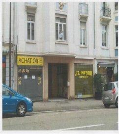 A proximité de la gare, au début de la rue Pasteur, beau local commercial d'environ 100 m2 avec vitrine.