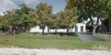 .   <br> MAISON CONTEMPORAINE 5 pièces - Travaux à terminer<br><br> (A 9 km de Pont à Mousson, Commune de Morville-sur-Seille)<br><br> Découvrez cette maison d\'architecte de plain-pied développant une surface habitable de 132 m2, construite en 2020 sur un terrain de 11,64 ares, situé au calme et à 5 min des accès A31.<br><br> Elle se compose d\'un espace de vie de 50m2, bénéficiant d\'une hauteur sous plafond de 3m, ouvrant sur la terrasse et le jardin, de 3 chambres dont une avec dressing, d\'une salle de bains et wc.<br><br> En annexe : Une buanderie et un vaste garage double avec espace de rangement (45m2)<br><br> Prestations : construction RT 2012, Triple vitrage Volets électriques, Porte 5 points, porte de garage sectionnelle motorisée.<br> Travaux à prévoir : plâtrerie, sanitaire,plancher chauffant pompe à chaleur, raccordements réseaux et extérieurs, façade et isolation.<br><br> Informations et visites : 03 87 63 50 30