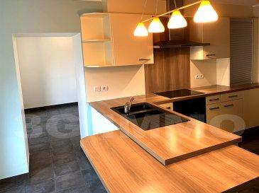 Beaucoup de potentiel pour cette maison jumelée située à Villers la Chèvre d'environ 85m² et de 80m² de surface utile (garage, buanderie et grenier) sans travaux, deux chambres avec possibilité de créer facilement une chambre dans les combles.  Le rez-de-chaussée se compose d'une cuisine full équipée avec partie comptoir (16m²), d'une pièce de vie également de 16m², d'un garage pour une citadine, d'un WC, d'une buanderie/chaufferie et d'une petite cave. Au premier étage se trouvent deux chambres (une de 19m2 sur parquet chêne huilé et une de 10,3 sur parquet chêne vitrifié), d'une salle d'eau entièrement carrelée avec douche italienne et meuble vasque, et d'un second WC. A noter un palier permet l'implantation d'un escalier pour aménagement des combles (environ 50m² au sol).  Terrain cadastral d'environ 1,80 a avec terrasse de 30m².  Rénovation de qualité en 2008 (cuisine, DV PVC, électricité, toiture tuile entretenue régulièrement, matériaux de qualité), chauffage fuel.   Maison saine et très bien entretenue située au calme à 10 minutes des frontières et 5 minutes de la zone commerciale de Lexy, transport scolaire assuré dans la commune.   Le prix inclut nos honoraires Pour tous renseignements : Grégory Lambermont : 06.42.85.79.02  François Lambermont : 06.23.51.05.74  www.lambermont-immo.com  www.3gimmobilier.com/lambermont  Mandataires indépendants du réseau 3G Immo Consultant immatriculés au RSAC de Briey N°524 212 917 et N°791 005 580