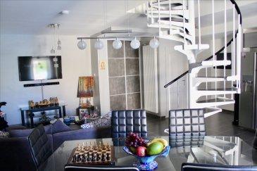 Dans petite copropriété de 3 appartement au calme, très bel appartement F4 duplex de 115 m2 entièrement rénové. Il se compose au 1er niveau: - magnifique cuisine équipée ouverte sur salon /séjour - 1 wc séparé, avec lave main - 1 chambre - divers placards intégrés A l\'étage: - 2 très grandes chambres - 1 salle de douche avec WC - 1 buanderie - nombreux placards intégrés également  Cet appartement dispose de fenêtre double vitrage, volets roulants, VMC, chauffage individuel au gaz. (chaudière neuve 3 ans). Les frais de chauffage et d\'électricité sont estimés à 110 €/mois. Toiture récente (8 ans) Taxe foncière = 600 € idem pour taxe habitation.  Charges de copro estimées à 220 €/an.  Très beau produit avec de beaux volumes, à voir absolument.  169 500 € (dont 4 500 € de frais d\'agence)