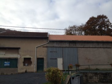 BRANDEVILLE, Hangar - Hangar en cours de rénovation comprenant une partie habitation composée  : cusine, w.c., chambre et salle de bains, atelier . Terrain sur le derrière. Le tout sur une superficie de 11a 79ca 40 000,00 E   3 200,00 E de frais de négociation - 40 000,00 E   3 200,00 E de frais de négociation - Réf : BRANDEVILLE