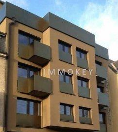 Appartement meublé style moderne d'une surface de 70m2. 3ème étage avec ascenseur. -1chambre à coucher, -living, -cuisine équipée, -balcon, -salle de douche. -ascenseur et cave.  Possibilité de louer un parking extérieur (100€ supplément).  Loyer 950€ Charges 150€  Pour plus d'informations ou prise de rendez-vous, veuillez nous contacter au +352 691 79 44 34 ou +352 691 81 44 82.