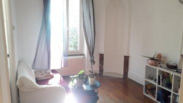 2 pièces - 49 m2.  Appartement deux pièces NON MEUBLE, situé rue Lavigerie à Nancy. Il comprend une entrée, un séjour, une cuisine, une chambre, une salle de bain et WC séparé.<br> Chauffage individuel au gaz. Disponible fin Juin 2021.